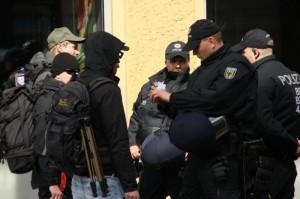 In Berlin weisen sich am 1. Mai mehrere rechtsextreme Fotografen mit Presseausweisen aus, Foto: Publikative.org