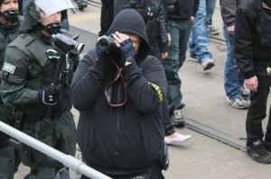 Immer wieder fotografieren Anti-Antifa-Fotografen Journalisten, um sie einzuschüchtern, Foto: Kai Budler