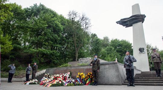Europaweit wird das Kriegsende am 8. Mai feierlich begangen, wie hier in Berlin. Doch manche trauern dem Regime nach © Theo Schneider