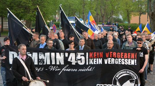 Haben den Krieg verloren: 250 Neonazis verklären Geschichte in Demmin am 8. Mai © Sören Kohlhuber