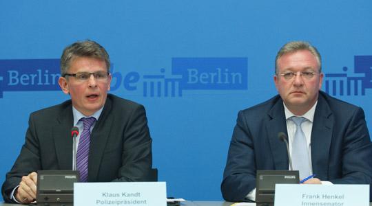 """Pressekonferenz mit Polizeipräsident Kandt und Innensenator Henkel: """"Das ist nicht gut gelaufen"""" © Theo Schneider"""
