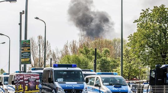 Vorsätzlich gelegt: Kilometerweit war die Rauchwolke eines Feuers zu sehen, die kurzzeitig den Zugverkehr unterbrochen hatte © Theo Schneider