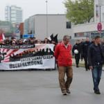 Marsch durch ein menschenleeres Industriegebiet. © ARUG