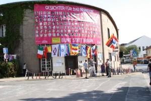 Das geschmückte Wincklerbad, der Kundgebungsort der Neonazikundgebung, Foto: Publikative.org.