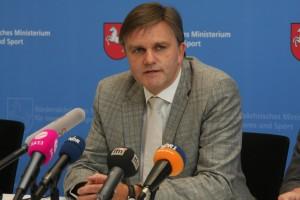 Die Überwachung der Journalisten fand unter Innenminister Uwe Schünemann statt © Budler