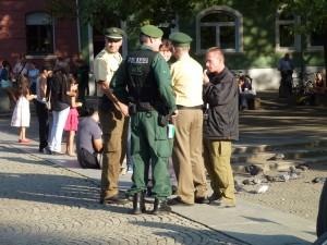 Schon zwei Stunden vor Beginn der Demonstration kontrollierte die Polizei an der Münchner Freiheit jeden, der aus der U-Bahn-Station kam © Caro Lobig