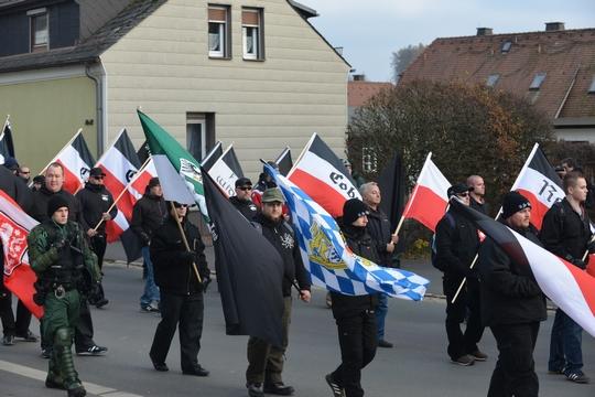 Neonazis marschieren durch Wunsiedel ©TM