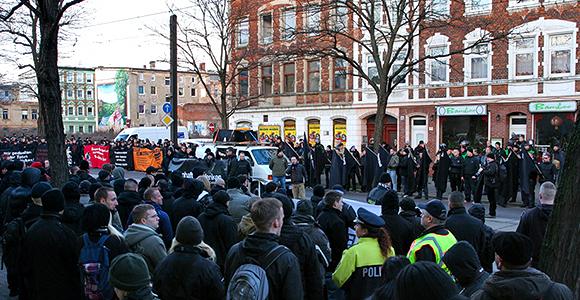 Jahr für Jahr kommen mehr: Neonazis im vergangenen Jahr in Magdeburg. Foto: Danny Frank