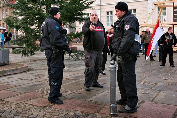"""Der Berliner-""""Rechten""""- Landesverbandsvorsitzende Uwe Dreisch nach seiner Hetzrede. Foto: Danny Frank"""