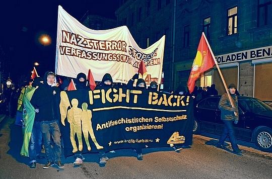 NazigegnerInnen demonstrieren in Fürth gegen Übergriffe ©TM (Symbolbild)