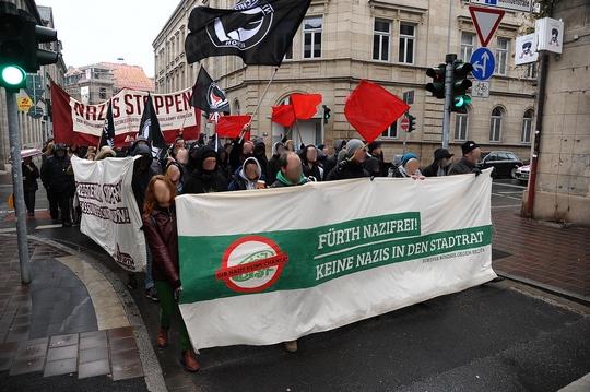 Über 2000 Menschen sind in Fürth gegen Neonazis auf die Straße gegangen ©Timo Müller