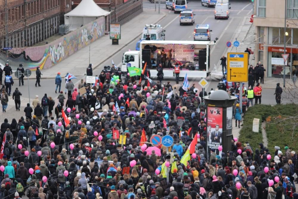 Die Initiative Dresden-Nazifrei veranstaltete am 13. Februar den Täterspurenmahngang.  © Silvio Werner
