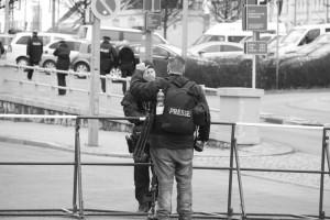 Weimar 2014: Journalisten müssen warten, Neonazi-Presse darf passieren, Foto: Felix M. Steiner