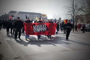 Unter lautstarkem Protest startet die Neonaziaufmarsch am Bahnhof  © D. Lima/ visual-change