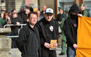 Ralf Ollert (links) auf einer rechten Kundgebung in Weißenburg 2012 ©Timo Müller