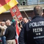 Geschützt durch die Polizei sammelten sich 120 Neonazis an der Jannowitzbrücke © Theo Schneider