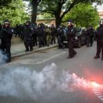 In einer Seitenstraße kam es zu Auseinandersetzungen zwischen Polizei und Gegendemonstranten © Theo Schneider