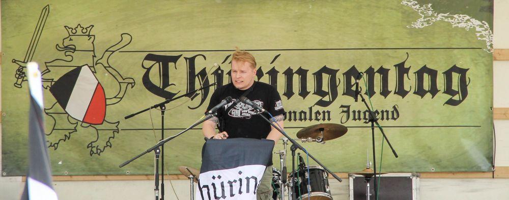 """Patrick Schröder beim """"Thüringentag der nationalen Jugend"""" 2013 in Kahla, Foto: Felix M. Steiner"""