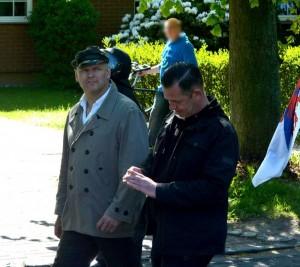 Thomas Wulff (links) mit Michael Grewe (NPD) am 1. Mai 2014 in Rostock, Foto: Sören Kohlhuber