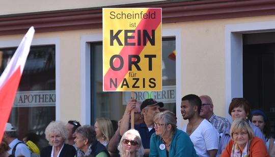 """Das Motto am Samstag war klar: """"Scheinfeld ist kein Ort für Nazis"""". ©Timo Müller"""