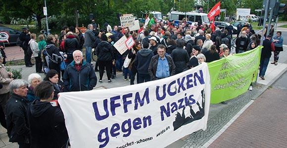 Protest im Berliner Allende-Viertel gegen Rassismus und rechte Gewalt  © Theo Schneider