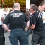Securitys bedrängen Antifaschisten  (ɔ) rh