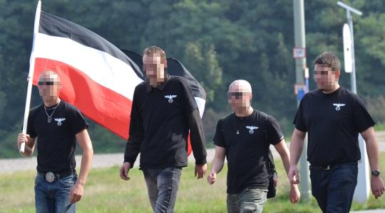Die Angreifer (1., 2. und 4. von links) bei einem Aufmarsch im September 2013 in Kaiserslautern © Max Bassin