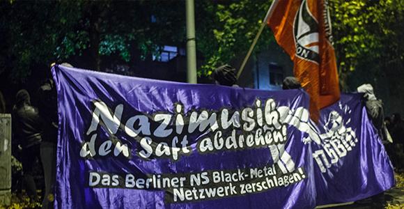 """Unter dem Motto """"Nazimusik den Saft abdrehen"""" protestierten 80 Personen in Plänterwald"""