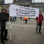 Mit kruden Thesen: Vor dem Bundestag versammelten sich Reichsbürger © Theo Schneider