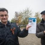 Ex-NPD Funktionär und Organisator der Reichsbürger-Kundgebung Rüdiger Klasen (links) © Theo Schneider