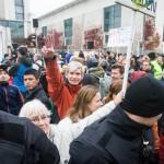 """Selbsternannte """"Friedensaktivisten"""" vor dem Kanzleramt © Theo Schneider"""
