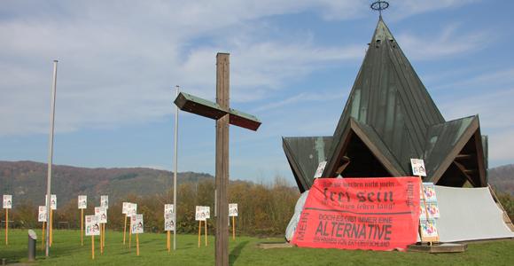 """Die Sicht auf die """"Schwarze Madonna"""" in der Friedenskapelle wurd wie jedes Jahr abgeschirmt. (Foto: Melanie Kuhn)"""