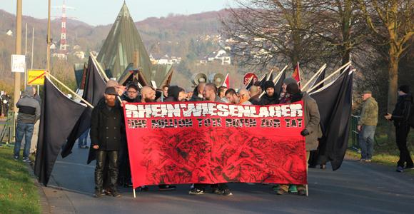 Die Rechte Demo vor der Friedenskapelle. (Foto: Melanie Kuhn)