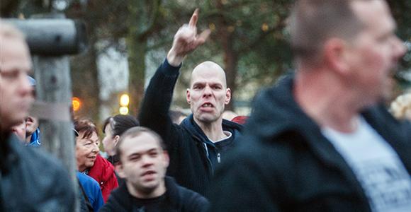 """""""Nein zum Heim"""": Anwohner und Neonazis am Samstag in Köpenick © Theo Schneider"""