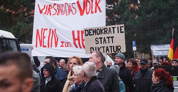Über 300 Teilnehmer protestierten gegen eine Asylunterkunft in Köpenick © Theo Schneider