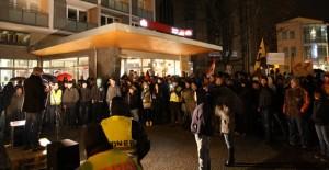 Statt der erwarteten 100 Teilnehmer kamen 170 zu der Demonstration. Foto: Anton Lommon