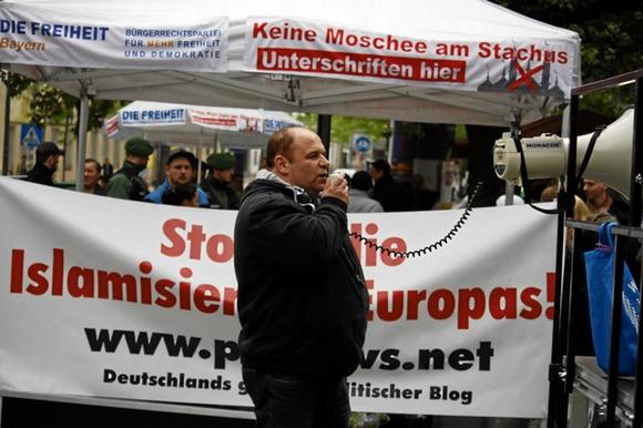 egetmeyer als Redner bei einer Kundgebung in München (Foto: Tim Karlson/aida-archiv)