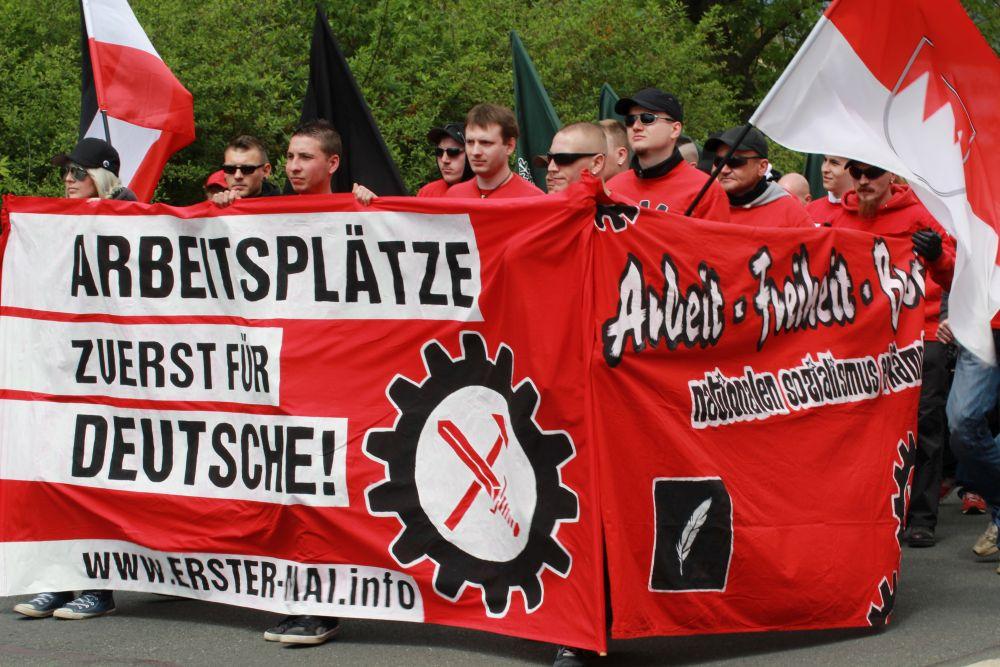 """1. Mai 2014 in Plauen: Auch eine symbolische Mischung zwischen """"III. Weg"""" und FNS  © Störungsmelder"""