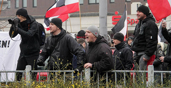 Dortmunder Neonazis bei einer Demonstration im Dezember 2014. Foto: Felix Huesmann