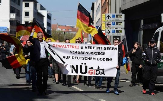 "Nügida""-Anhänger bei ihrer Demonstration in Nürnberg ©Timo Müller"