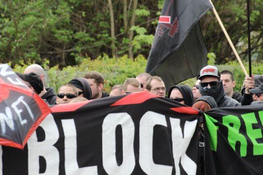 """Der neonazistische """"Schwarze Block"""", Symbolbild"""