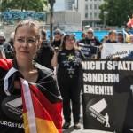 Anmelderin Ester Seitz mit Deutschlandfahne | © Christian Martischius