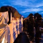 """Die Polizei stoppte die """"Stop Racism""""-Demo mehrmals auf dem Weg zur Zeltstadt © Johannes Grunert"""