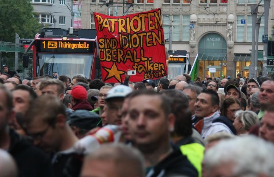 Protest hinter AfD-Kundgebung in Erfurt © Kai Budler