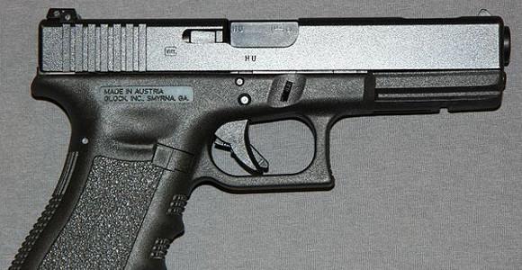 Glock (Symbolbild, cc by-sa Nukes4Tots)