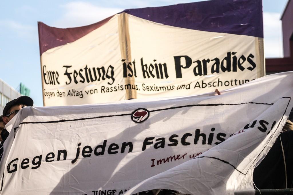 Lautstarker und friedlicher Protest gegen Rassismus und Sexismus © Danny Marx