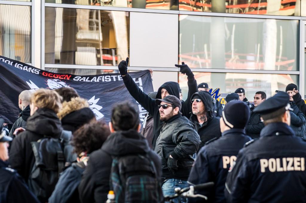 Gewaltbereite rechtsextreme Hooligans © Danny Marx
