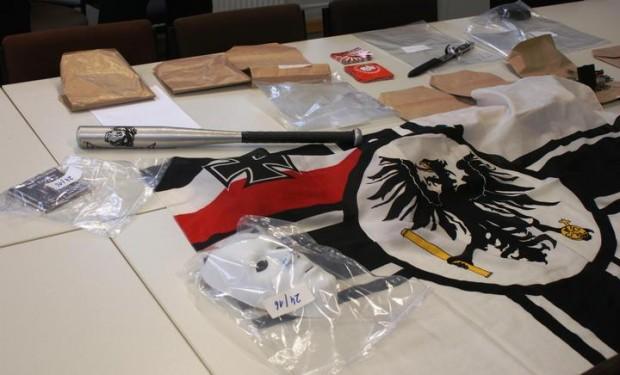 Viel Nazipropaganda fand die Polizei in den Wohnungen der Tatverdächtigen