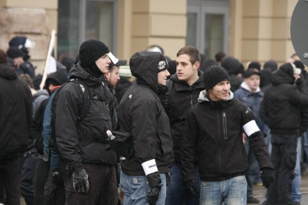 """Patrick Fischer (ganz rechts) beim """"Trauermarsch"""" in Dresden 2011, Foto: Johannes Grunert"""