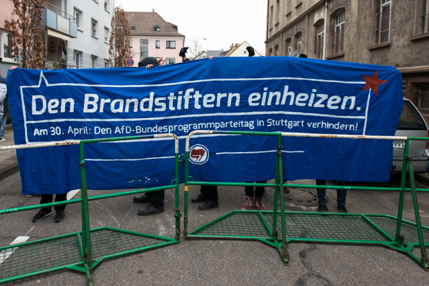 "Transparent der Gegendemonstranten beim ""Tag der Heimattreue"" am 19.03.2016 in Bruchsal 
